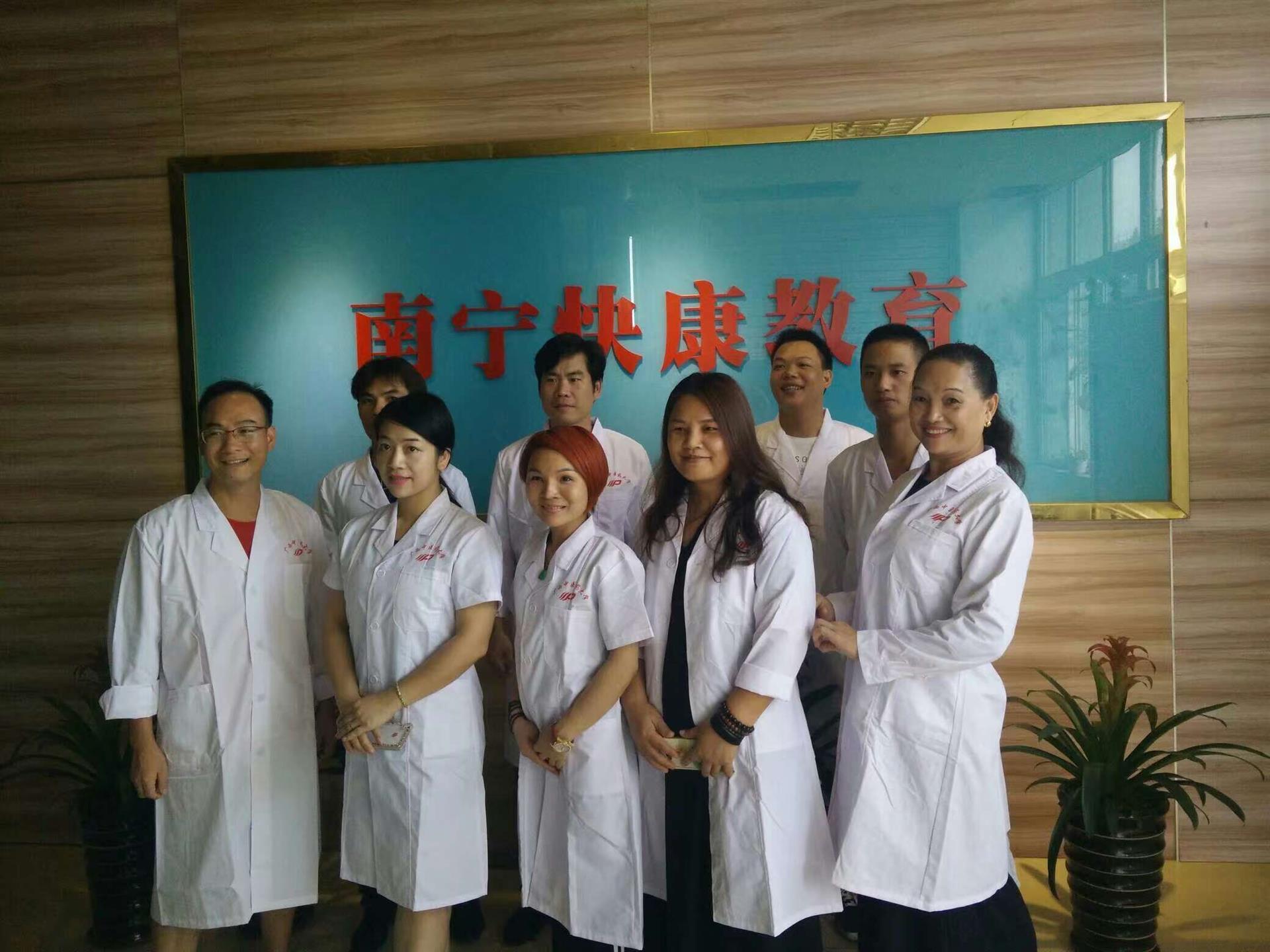 惠州中医前辈们推荐学中草药针灸首选快康中医草药针灸班
