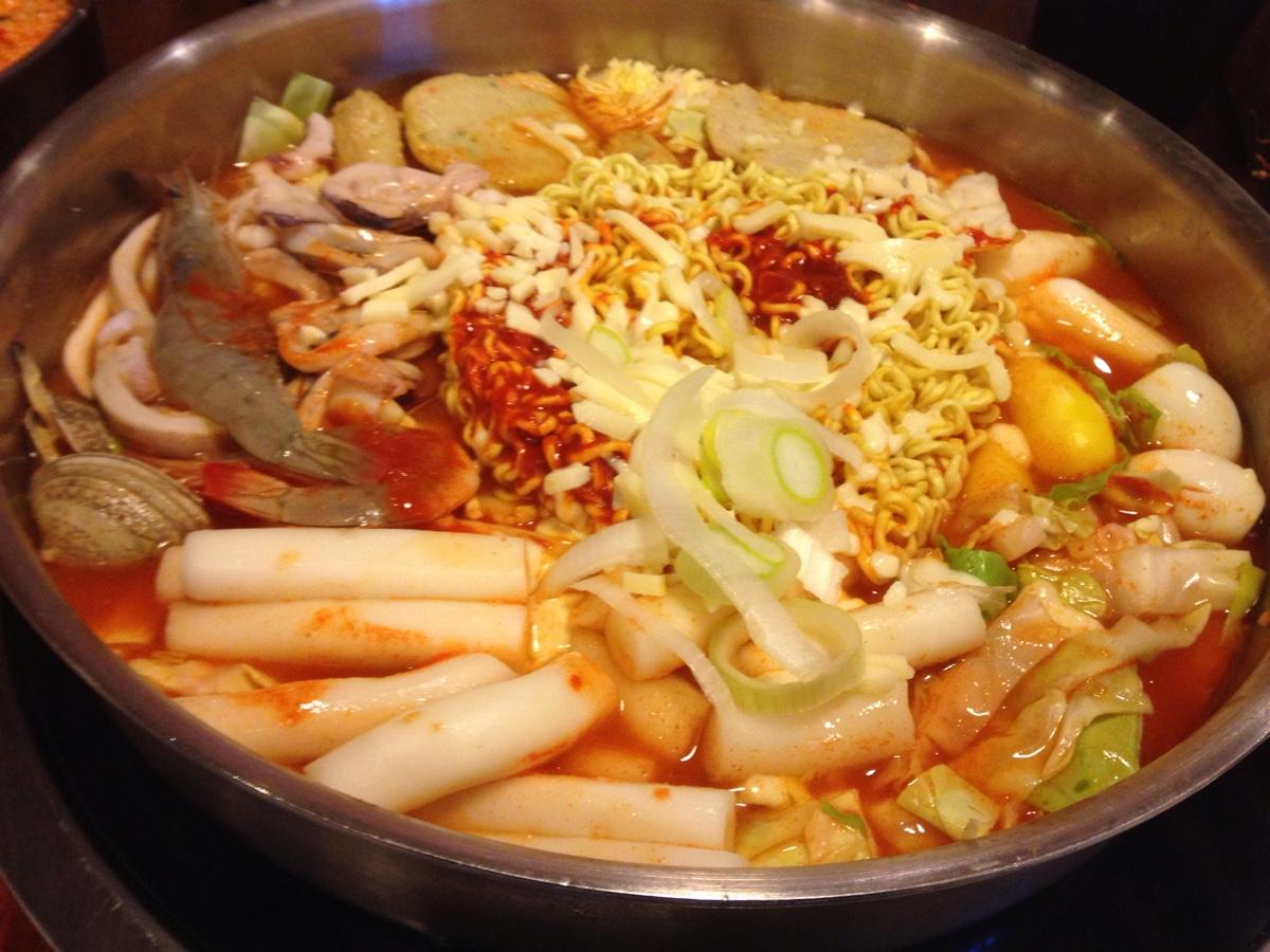 烈焰龙宫四海主题火锅 做不一样的火锅