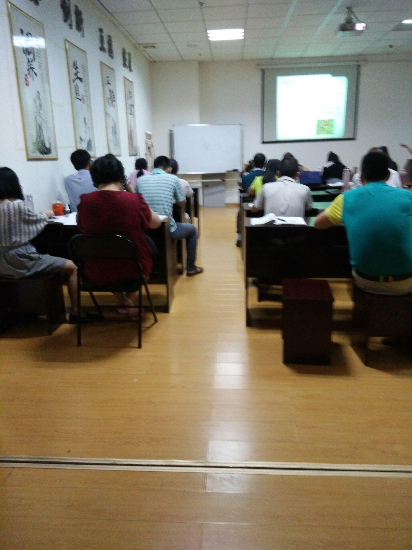 桂林在哪学针灸是包教包会的真人实操有中医针灸保健师颁发