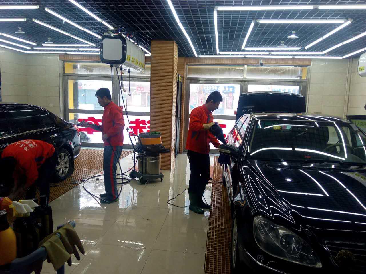 洗车人家汽车美容加盟  与创业者一起走赚钱之路