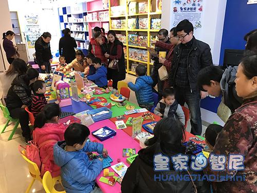 儿童玩具店加盟-0经验开店+下店指导+稳赚2017