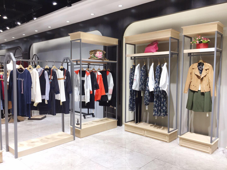 可路莎时尚休闲女装石井锦东商圈一手货源进货渠道
